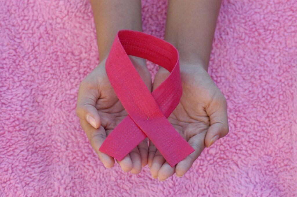 お酒が乳がんの発症リスクを増やす